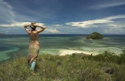 Menina e o mar Imagens de Stock Royalty Free