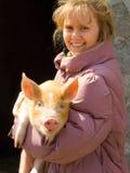 A menina e o porco Fotografia de Stock