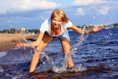 Menina e o pulverizador de mar. Imagem de Stock Royalty Free