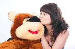 A menina e o urso Fotos de Stock Royalty Free