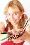 A menina e os lápis imagem de stock