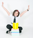 A menina e os livros de texto alegres Fotografia de Stock