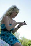 Menina e pássaro Fotos de Stock Royalty Free