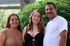 Menina e pais orgulhosos do baile de finalistas Fotografia de Stock Royalty Free