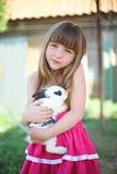 A menina e seu amigo macio Imagem de Stock Royalty Free