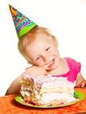 Menina e seu bolo de aniversário Imagem de Stock