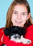 Menina e seu filhote de cachorro Imagens de Stock