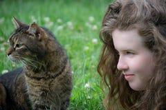 Menina e seu gato Foto de Stock Royalty Free