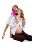 Menina e sua matriz grávida foto de stock