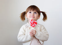Menina e um lollipop Foto de Stock Royalty Free