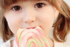 Menina e um lollipop Imagem de Stock