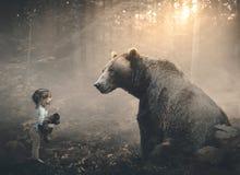 Menina e urso Imagens de Stock Royalty Free