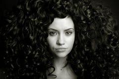 Menina elegante com cabelo curly Fotos de Stock