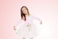 Menina elegante em um vestido cor-de-rosa Imagem de Stock