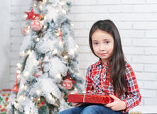 A menina em antecipação ao ano novo Foto de Stock Royalty Free
