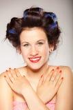 Menina em encrespadores de cabelo no cinza Fotos de Stock Royalty Free