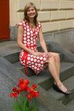 Menina em escadas imagens de stock royalty free