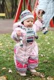 Menina em macacões cor-de-rosa Fotos de Stock Royalty Free