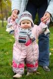 Menina em macacões cor-de-rosa imagem de stock royalty free