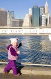 Menina em Manhattan imagens de stock royalty free