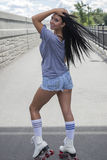Menina em patins de rolo Fotos de Stock Royalty Free