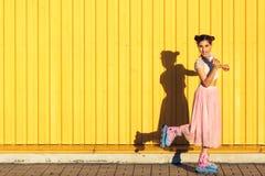 Menina em rolos com gelado Fotos de Stock