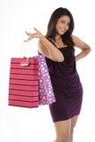 Menina em sacos de compra da terra arrendada da saia imagem de stock
