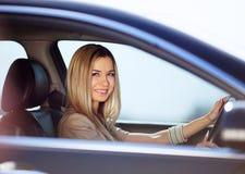 Menina em seu carro Fotos de Stock