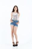Menina em shorts das calças de brim Fotografia de Stock Royalty Free