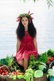 Menina em um barco com vegetais Imagens de Stock