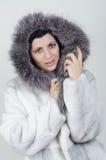 Menina em um casaco de pele morno Imagens de Stock