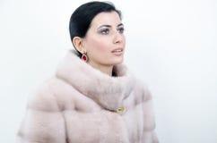 Menina em um casaco de pele morno Fotos de Stock Royalty Free