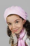 Retrato da menina caucasiano no chapéu e nos mitenes foto de stock