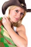 Menina em um chapéu de cowboy com envolvido em uma manta foto de stock