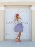Menina em um chapéu de palha imagens de stock