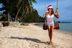 A menina em um chapéu do Natal Fotos de Stock Royalty Free