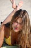 Menina em um dia de verão desobstruído Imagem de Stock