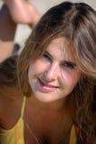 Menina em um dia de verão desobstruído Fotografia de Stock Royalty Free