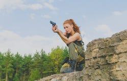 Menina em um formulário governamental a apontar com uma arma imagens de stock