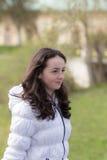 Menina em um revestimento branco Fotos de Stock Royalty Free