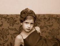 Menina em um sofá Imagem de Stock