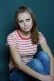 Menina em um t-shirt listrado Imagens de Stock Royalty Free