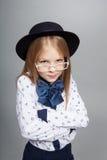 Menina em um tampão e em vidros Fotos de Stock Royalty Free