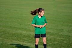 Menina em um treinamento do futebol imagens de stock