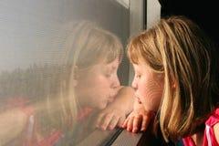A menina em um trem Fotos de Stock Royalty Free