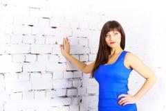 Menina em um vestido azul Imagens de Stock
