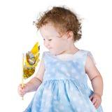 Menina em um vestido azul com um brinquedo do vento imagens de stock royalty free