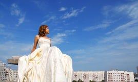 Menina em um vestido de casamento fotos de stock