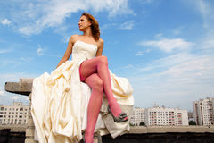 Menina em um vestido de casamento fotografia de stock royalty free