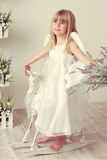Menina em um vestido do anjo Imagens de Stock Royalty Free